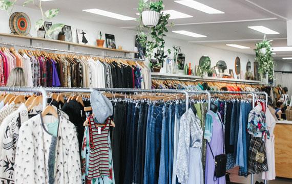 Dang hinh anh Mo mot cua hang quan ao nhu the nao Xac dinh doi tuong khach hang - Mở một cửa hàng quần áo như thế nào